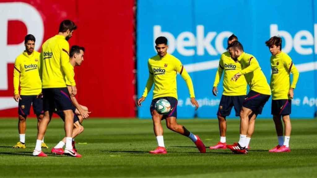 Futbolistas del Barcelona en un entrenamiento