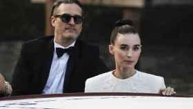 Joaquin Phoenix y Rooney Mara están esperando su primer hijo.