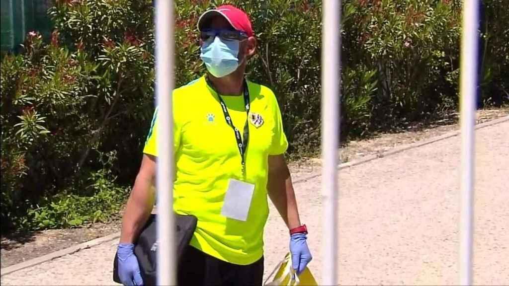 Paco Jémez ante las cámaras de Deportes Cuatro en la ciudad deportiva del Rayo Vallecano