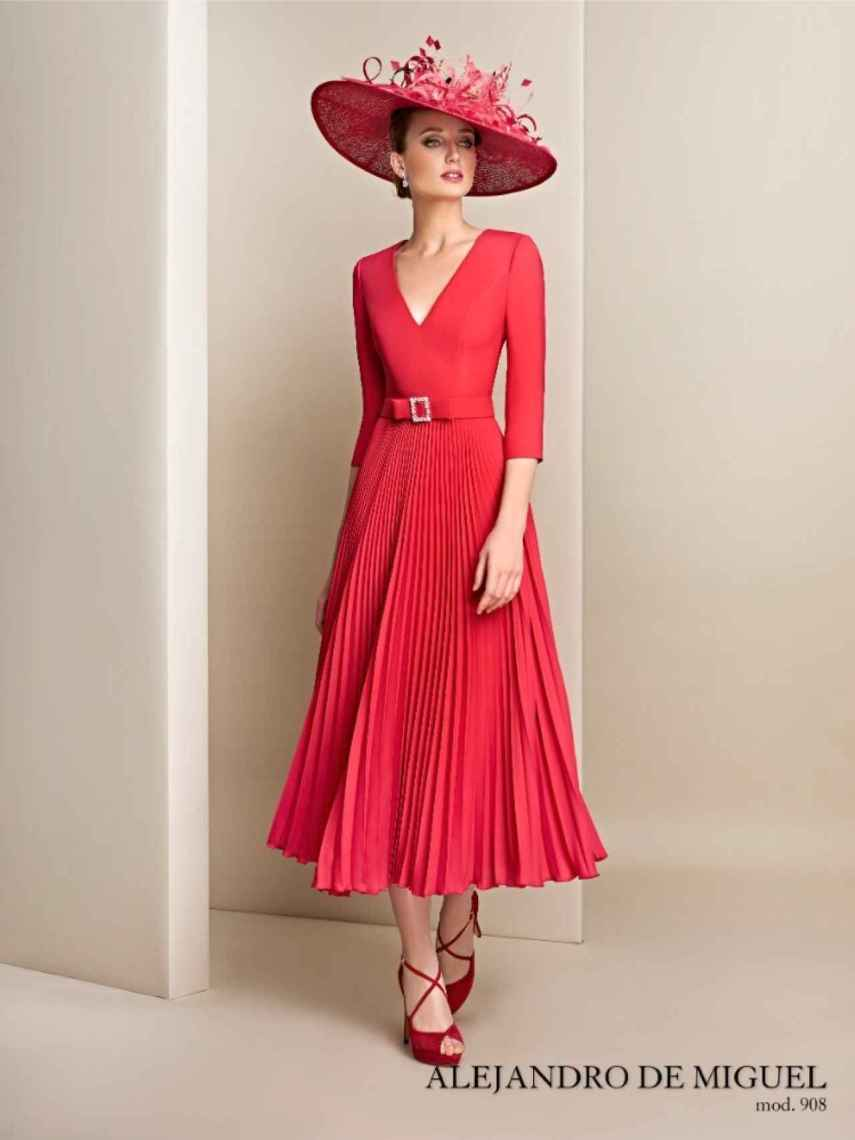 Invitada perfecta con vestido de Alejandro de Miguel.