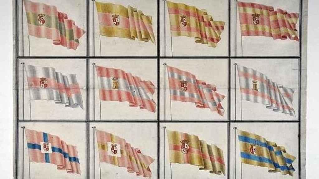 Imagen de los 12 bocetos presentados por el ministro Antonio Valdés y Fernández Bazán a Carlos III. El rey escogió la que se encuentra arriba a la izquierda para la Marina de Guerra.