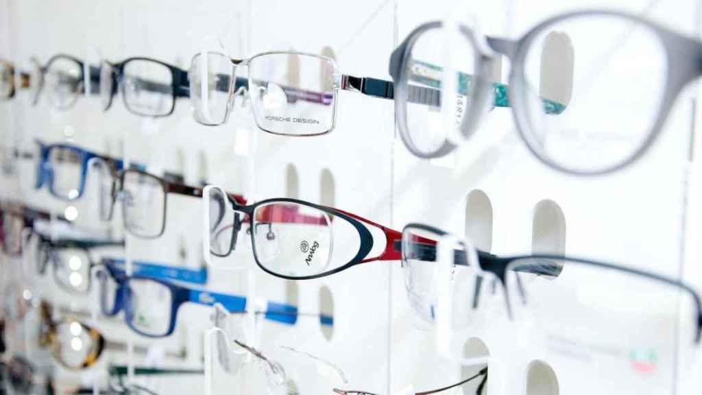 Modelos de gafas en un óptica.