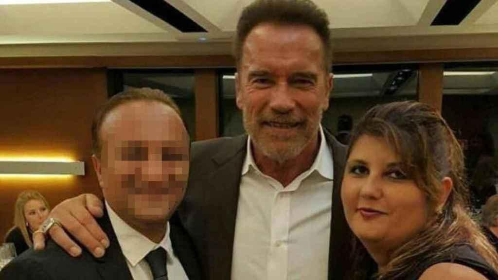 Ameneh Bazaz, propietaria de King Rox Spain, junto a su marido, Payam Shahbazi (izquierda), y al actor y exculturista Arnold Schwarzenegger.