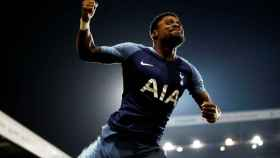 Serge Aurier celebra un gol con el Tottenham