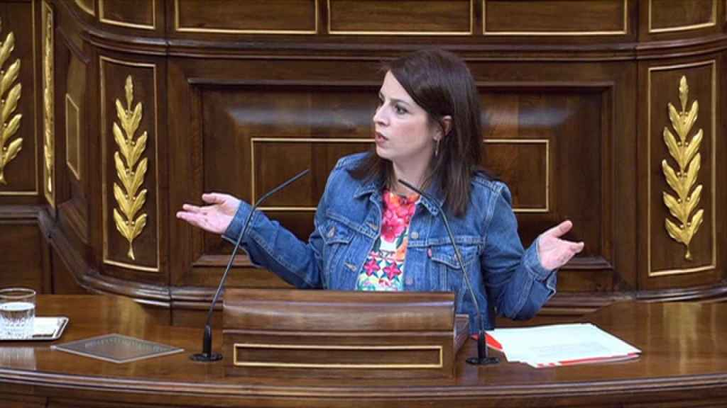 Adriana Lastra, portavoz del Grupo Socialista, en el estrado del Congreso.