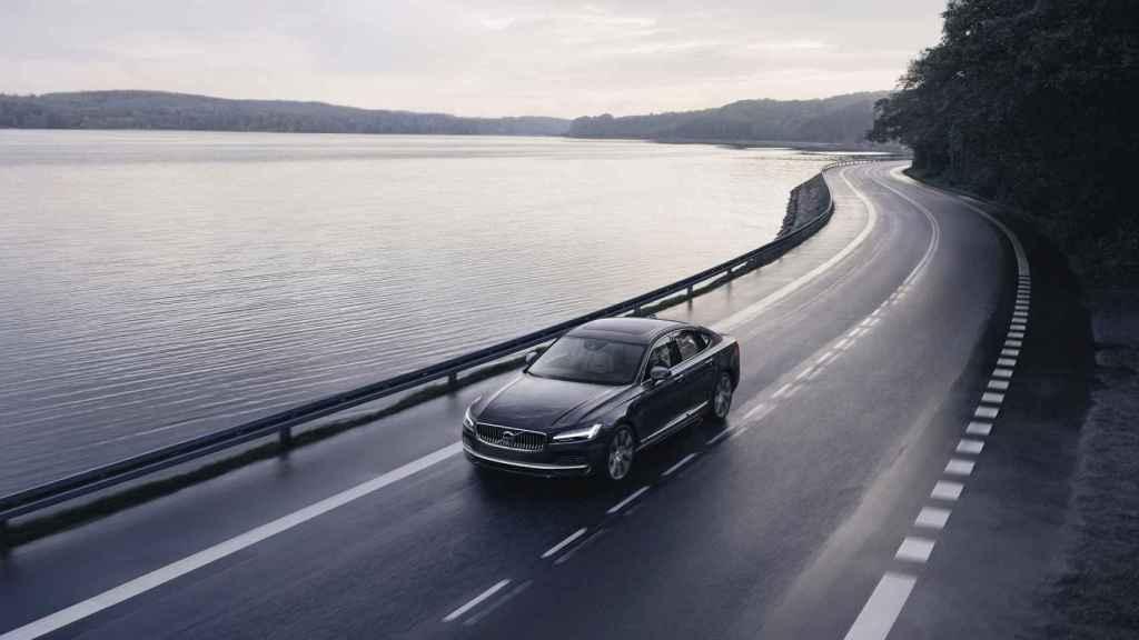 Imagen del Volvo S90 Recharge T8 plug-in hybrid.