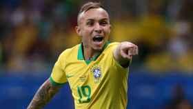 Everton, 'El Cebolinha', en un partido con la selección de Brasil