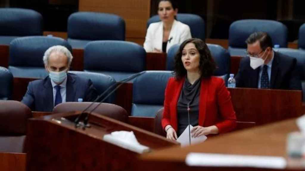 Díaz Ayuso y el consejero de Sanidad, en el pleno de la Asamblea de Madrid de hoy./