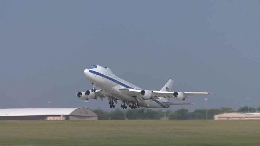 Doomsday Plane despegando