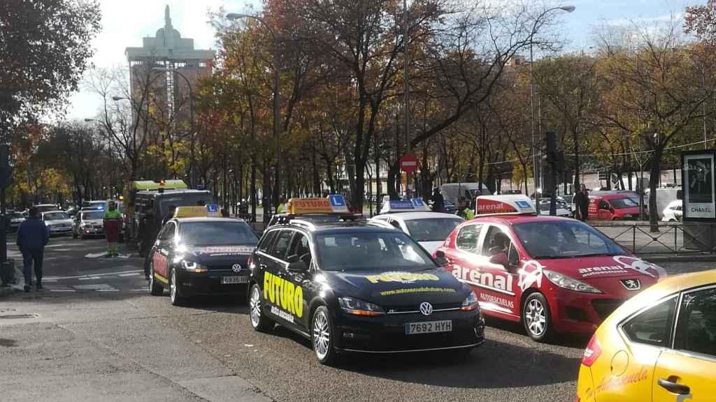 Un grupo de coches de autoescuela en Madrid.