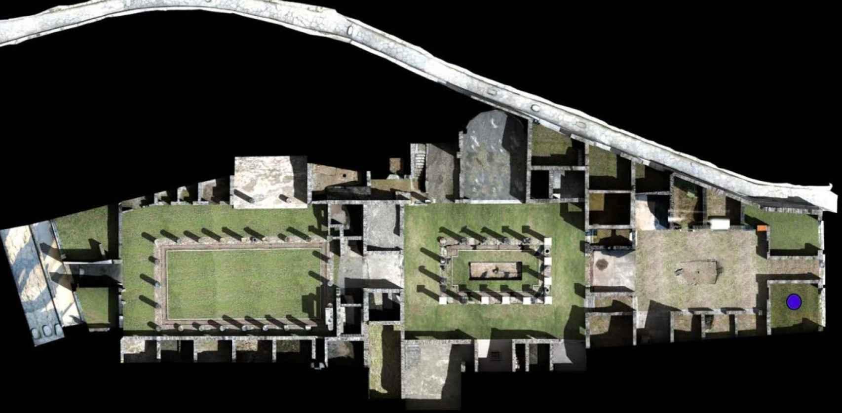 Vista cenital de la Casa de Ariadna. El punto azul es la ubicación de la perfumería.