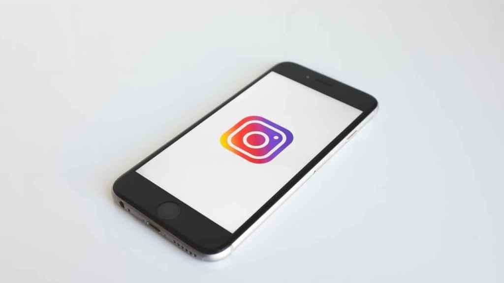 Logo de Instagram en un móvil.