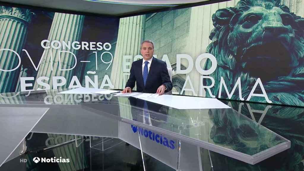Vicente Vallés en el plató de Antena 3 Noticias