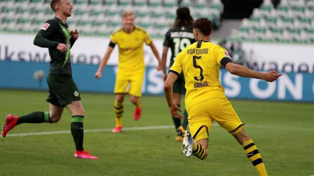 Achraf Hakimi celebra su gol con el Borussia Dortmund ante el Wolfsburgo en la Bundesliga