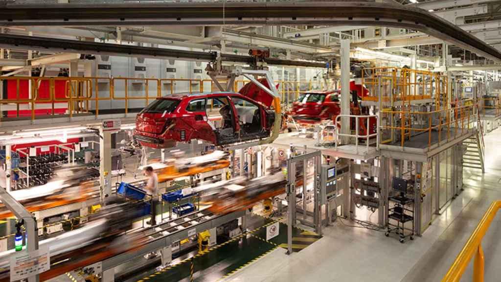 imagen de una de las líneas en la fábrica de Seat Martorell.