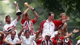 Jugadores del Sao Paulo celebran el Mundial de Clubes de 2005