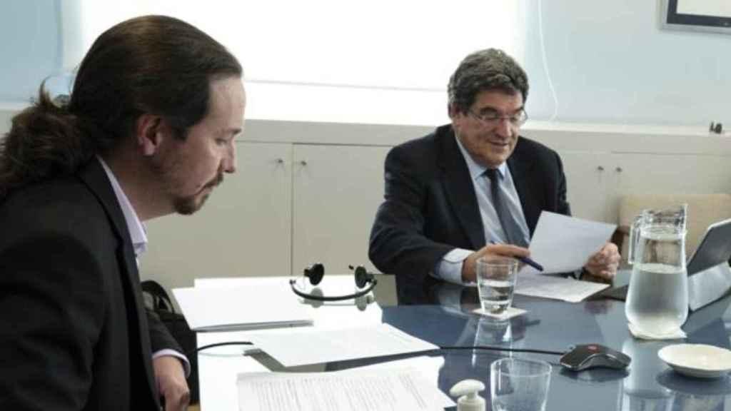 El vicepresidente Pablo Iglesias, junto al ministro José Luis Escrivá, en una sesión de trabajo sobre el Ingreso Mínimo Vital.