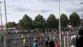 Una momento del partido de fútbol ilegal en Estrasburgo