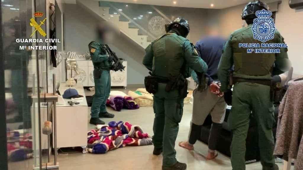 Las detenciones durante la operación conjunta de Policía Nacional y Guardia Civil.