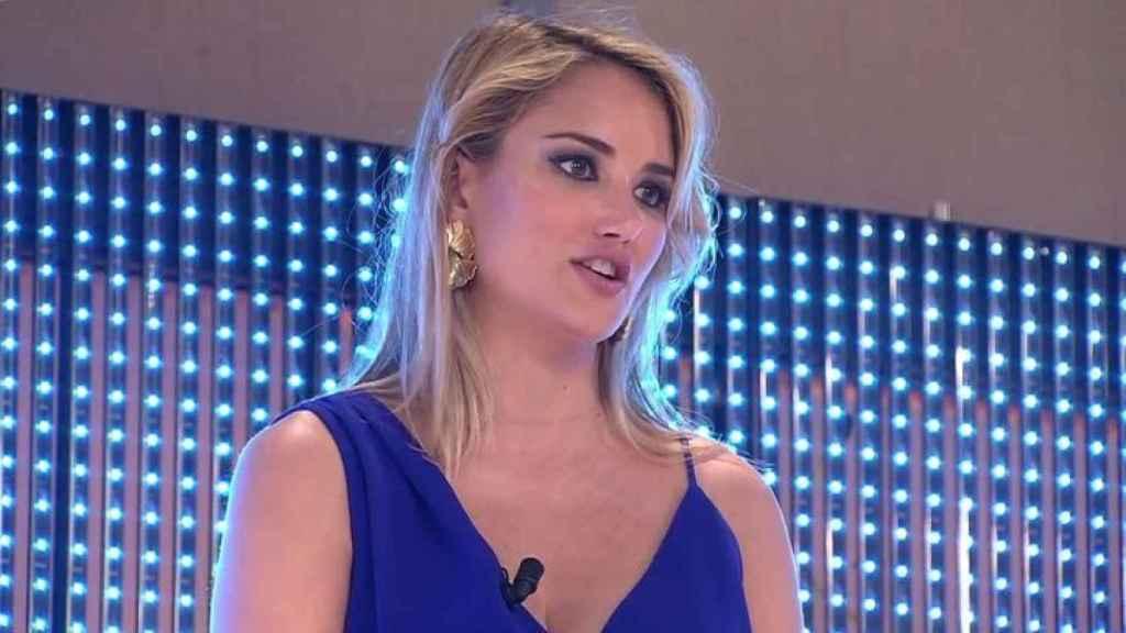 Alba Carrillo en 'La escaleras de las emociones' de 'Viva la vida'.