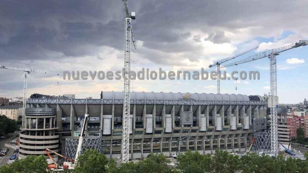 El Santiago Bernabéu sigue avanzando con la reforma bajo las nubes que amenazan tormenta en Madrid