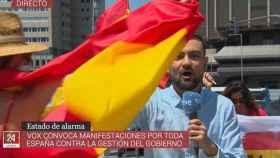 Gabriel López, durante la conexión en la que fue agredido (TVE).