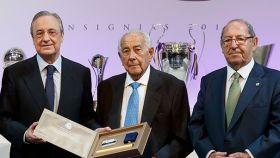 Eduardo Fernández García, a la izquierda de Florentino Pérez