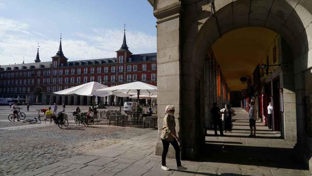 Primeras terrazas abiertas en la Plaza Mayor de Madrid, ya en la Fase 1 de la desescalada.