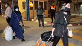 La frontera que separa Ceuta de Marruecos se ha vuelto a abrir para devolver a Marruecos a otros 50 ciudadanos.