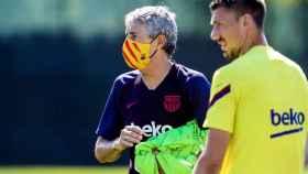 Quique Setién, durante el entrenamiento de este martes con el FC Barcelona