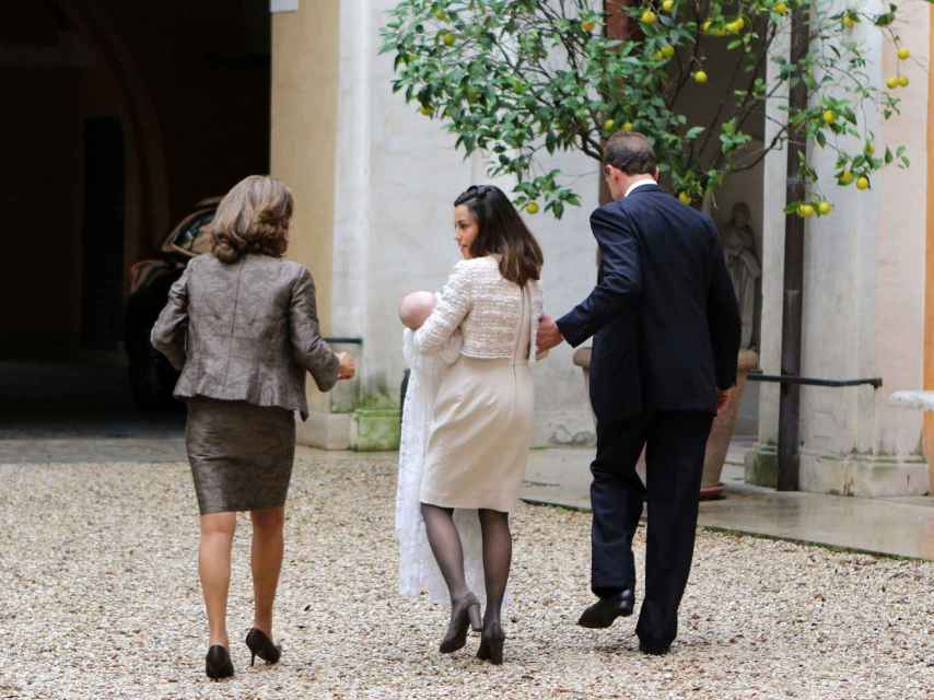 Alessandro Lequio y María Palacios en el bautizo de Ginevra Ena en Roma.