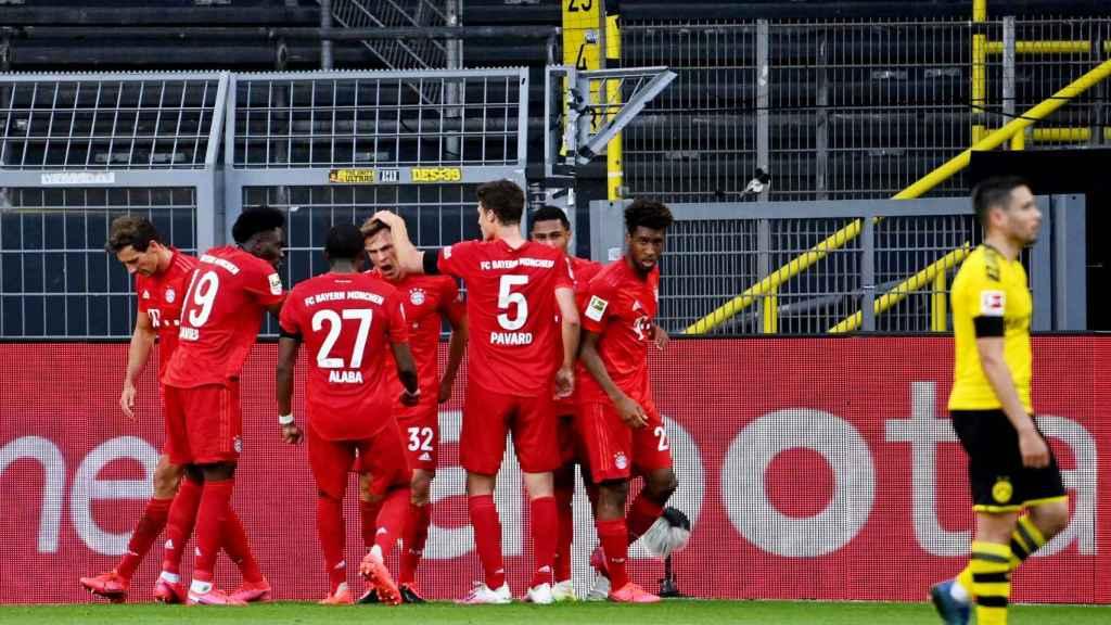 Los jugadores del Bayern de Múnich celebran el gol de Joshua Kimmich