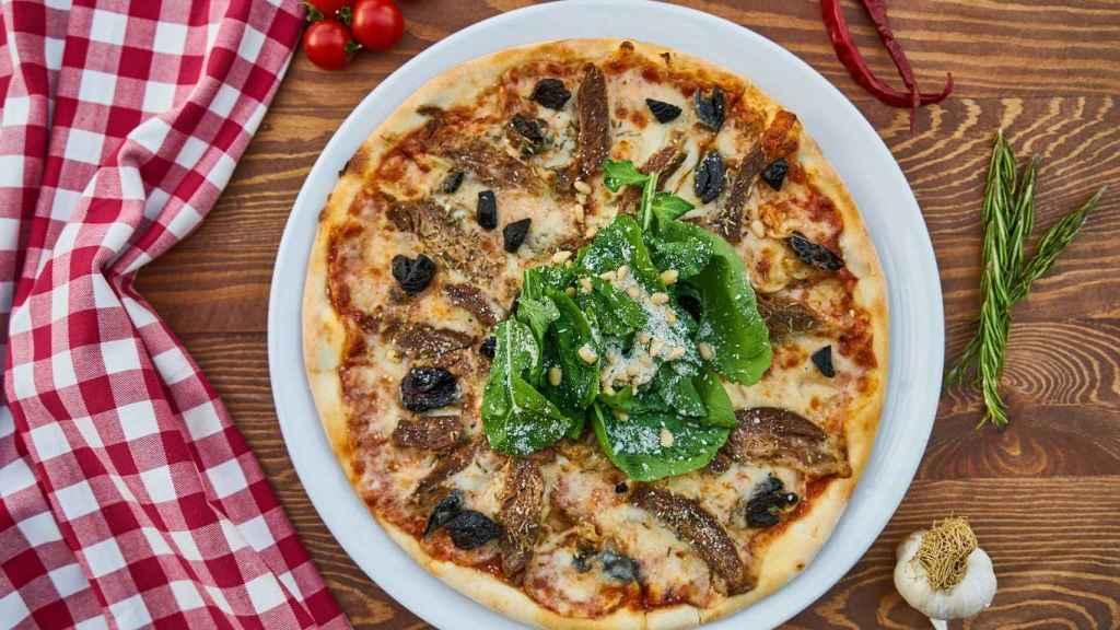 Una exqusita pizza con anchoas.