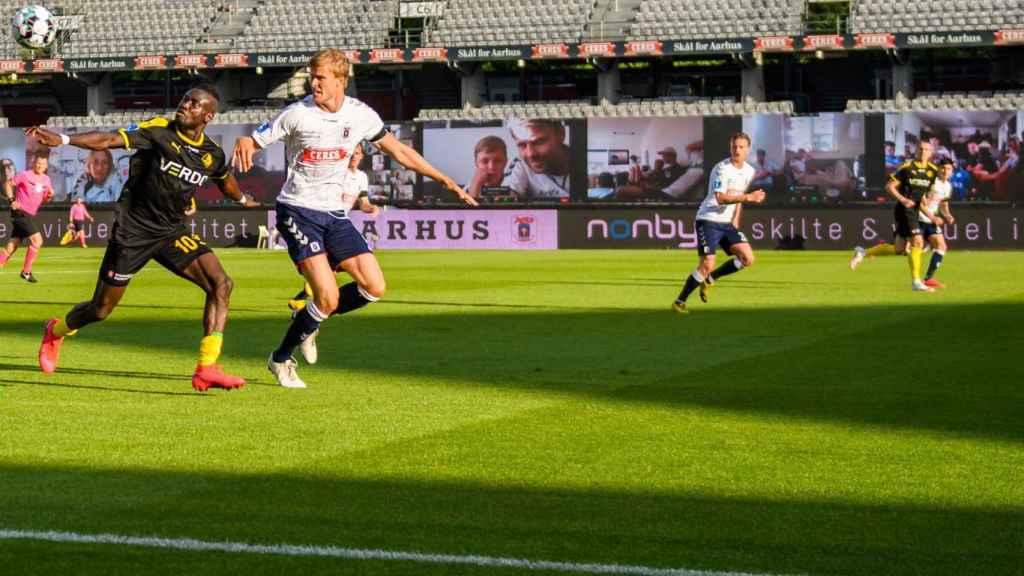 Momento del partido entre el AGF Aarhus y el Randers FC