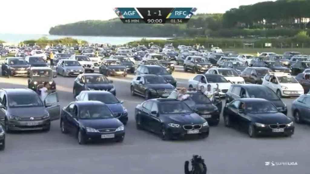 Celebración en el parking tras el gol del AGF