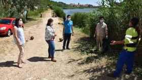 García Elez ha visitado la ribera del Tajo en Talavera, donde se están llevando a cabo las tareas de limpieza