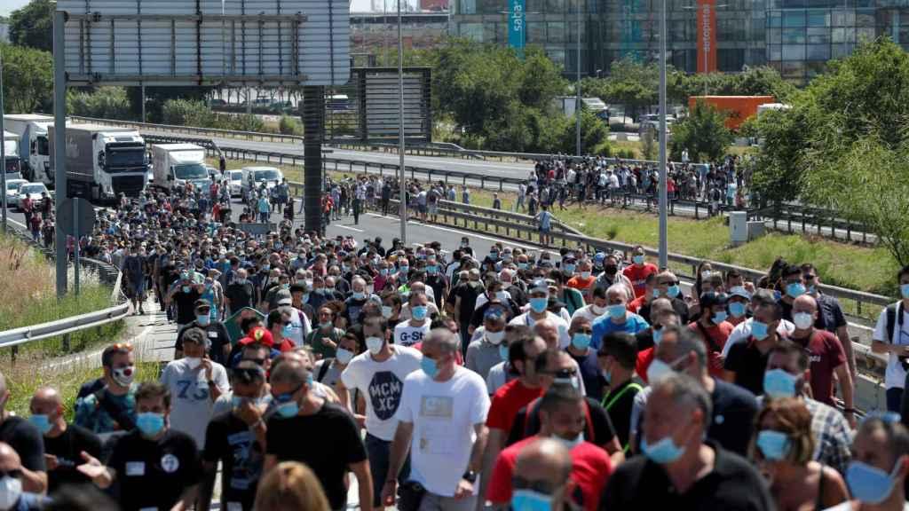 Protestas de los trabajadores de Nissan en las puertas de la Zona Franca.