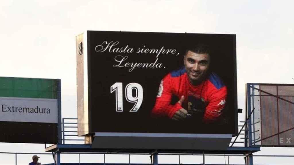 Homenaje a José Anotnio Reyes en el minutos 19 de un partido.