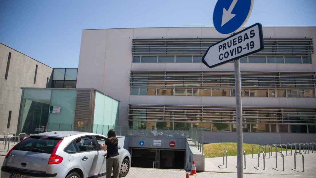 Acceso al autocovid situado en el parking del Centro de Especialidades Carlos Castilla del Pino.