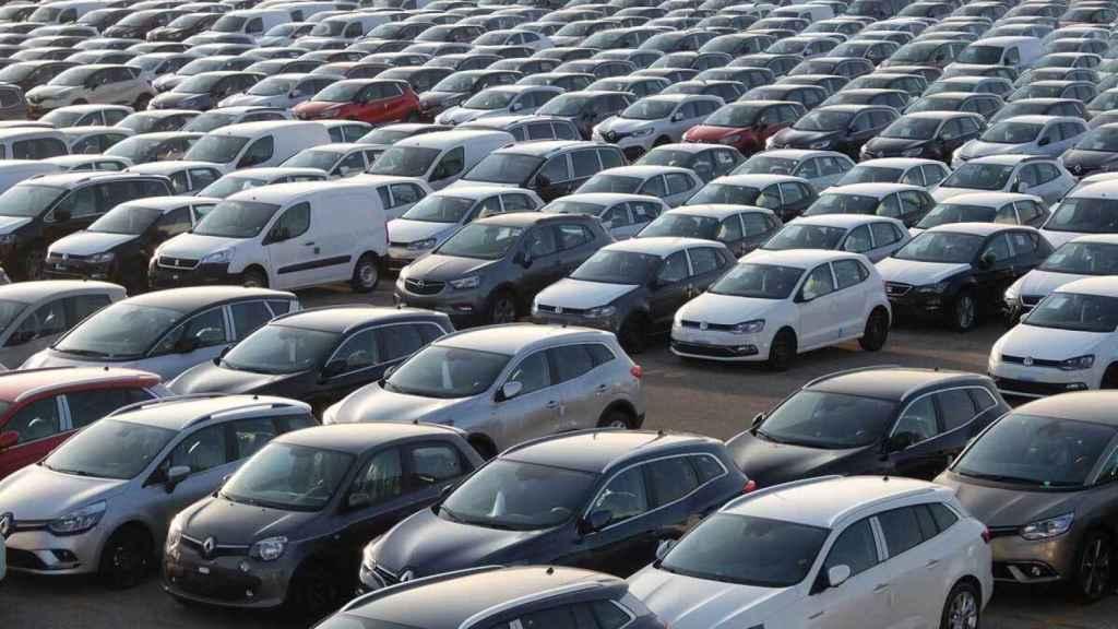 Decenas de vehículo en venta.