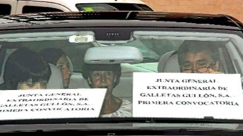 La junta del Mercedes, a las puertas de la entrada de Galletas Gullón.