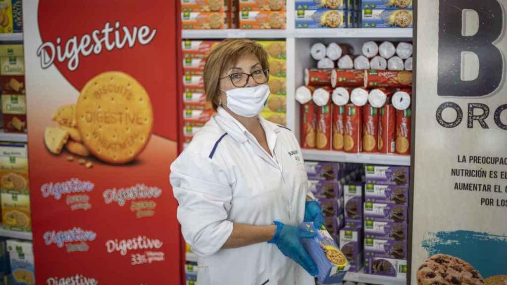 María José trabaja en la tienda de Gullón desde hace 40 años.