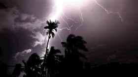 Tromenta eléctrica.  EFE/ Piyal Adhikary