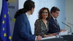 Pablo Iglesias, vicepresidente segundo del Gobierno; María Jesús Montero, portavoz y José Luis Escrivá, ministro de Inclusión, Seguridad Social y Migraciones.