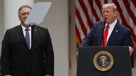 Donald Trump, junto a Mike Pompeo, durante la conferencia de prensa en la Casa Blanca.