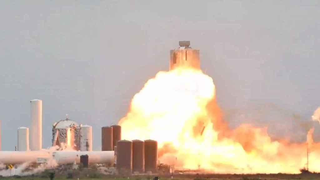 El momento de la explosión del cohete Raptor y la nave SN4 de SpaceX