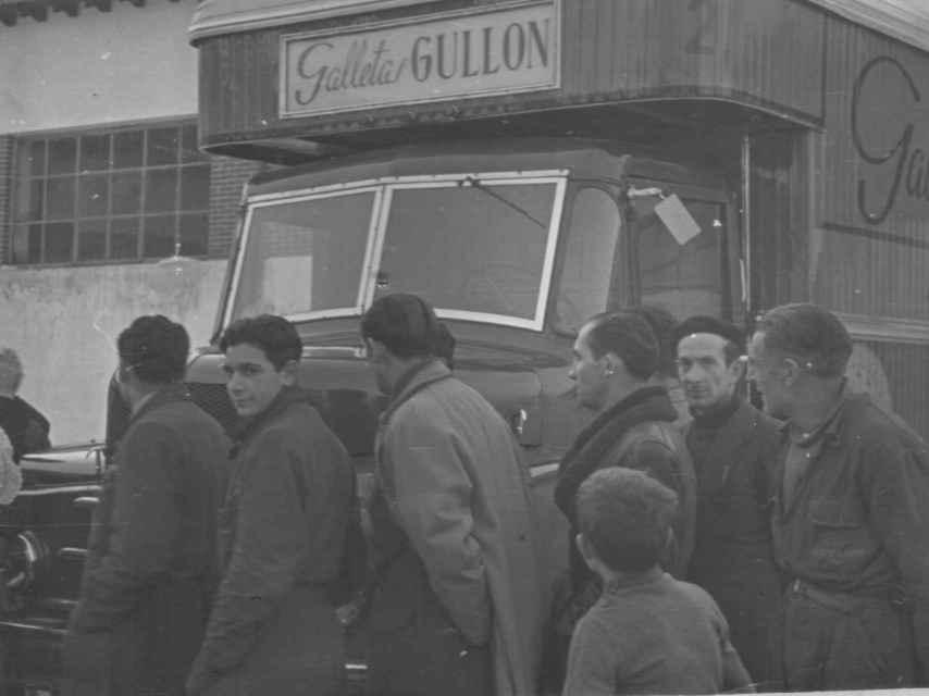 Un camión con trabajadores de Gullón en 1959.