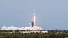 SpaceX hace historia con la NASA: dos astronautas van de camino al espacio en una de sus naves