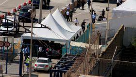 Paso del Tarajal mientras las autoridades marroquíes se hacen cargo de sus ciudadanos repatriados en Ceuta.