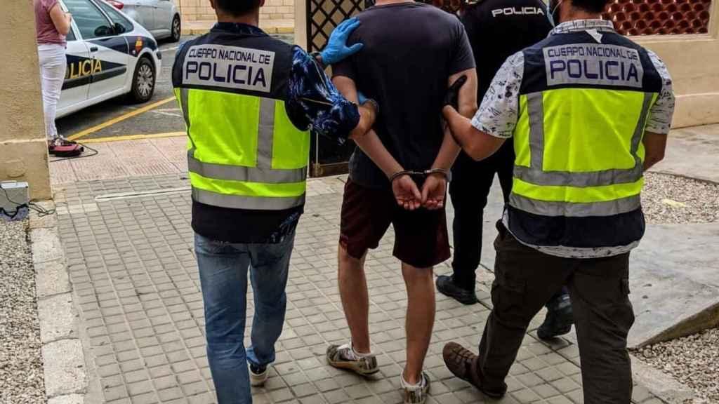 La Policía detiene en Dénia al fugitivo.